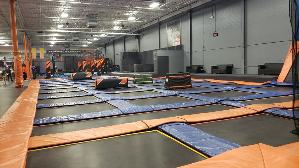 Sky Zone Freestyle Jump with Parkour blox