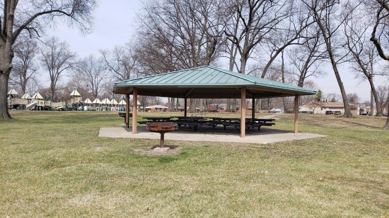 Butcher Park pavilion and grills