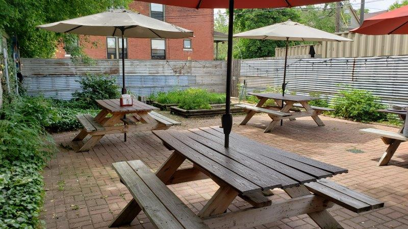 patio seating at Pie Sci